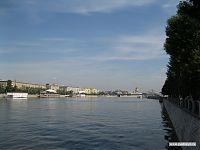 Вид на Москву-реку с набережной КПИО им. Горького. С церковью на заднем плане, естественно.
