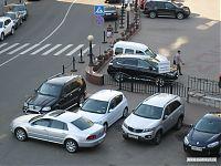 Пожарный выезд. Машины не парковать!