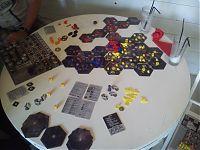 Стол с разложенным на нём Эклипсом.
