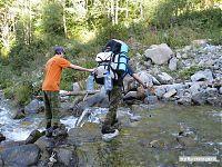 Все дороги в горах так или иначе проходят вдоль рек; периодически эти реки приходится преодолевать вброд.