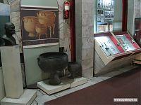 Огромные котелки - результат археологических раскопок.