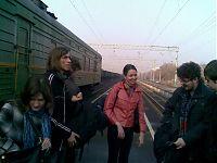 Приехали на сызраньский вокзал. Буквально через секунду Серёга предложит сыграть в свояк.
