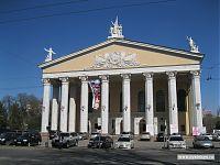 А это вид на фасад оперного театра.