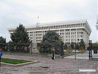 Здание правительства Киргизии. Президент обитает на самом верхнем этаже.