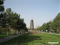 Центральная стела в парке Победы.