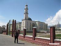 Мусульманская церковь на трассе на Иссык-Куль.